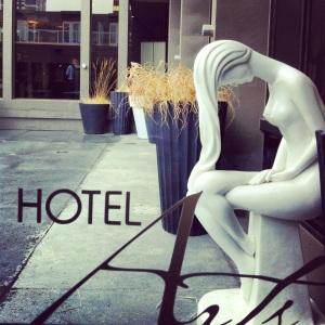 Woman_statue